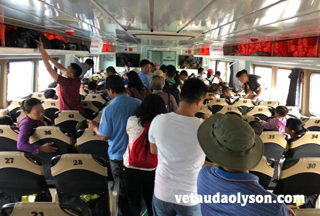Hành khách lúc xuống tàu Super Biển Đông