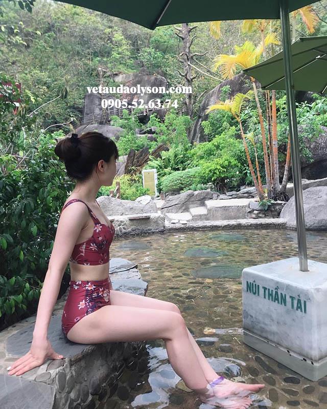 Tắm suối nước khoáng thần tài
