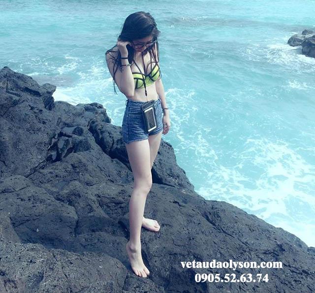 Biển xanh như ngọc ở Đảo Bé
