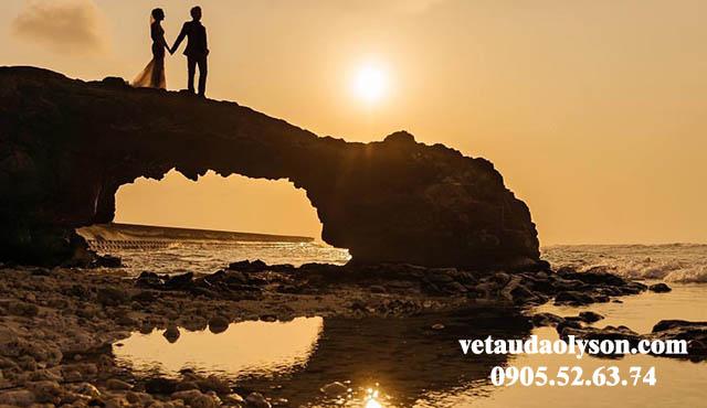 Cổng Tò Vò Lý Sơn địa điểm chụp ảnh cưới quen thuộc của nhiều cặp đôi