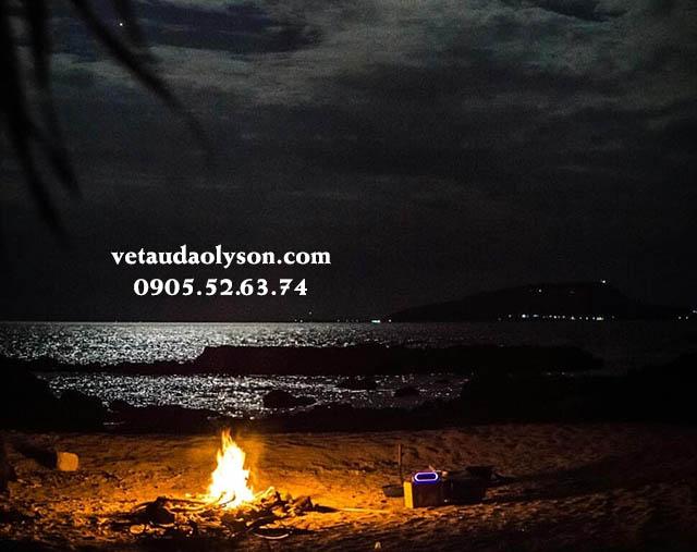 Đốt lửa trại ở Đảo Bé