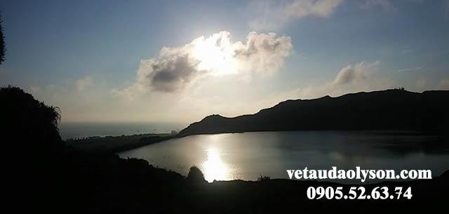 Mặt trời dần lặn trên Hồ Thới Lới