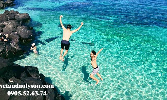 Nắng nóng mùa hè chỉ muốn nhảy xuống biển ngay để tắm