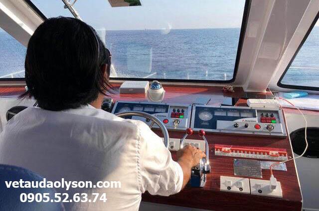 Khoang lái tàu Chín Nghĩa Express 09