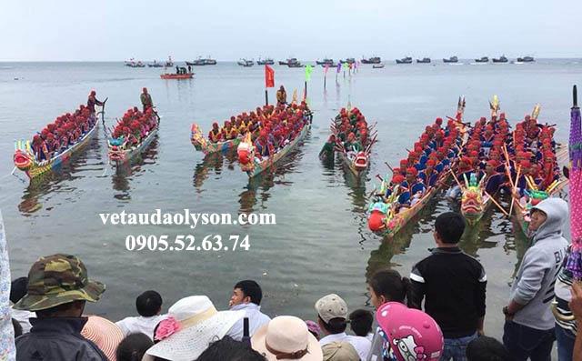 Lễ hội đua thuyền tại Lý Sơn
