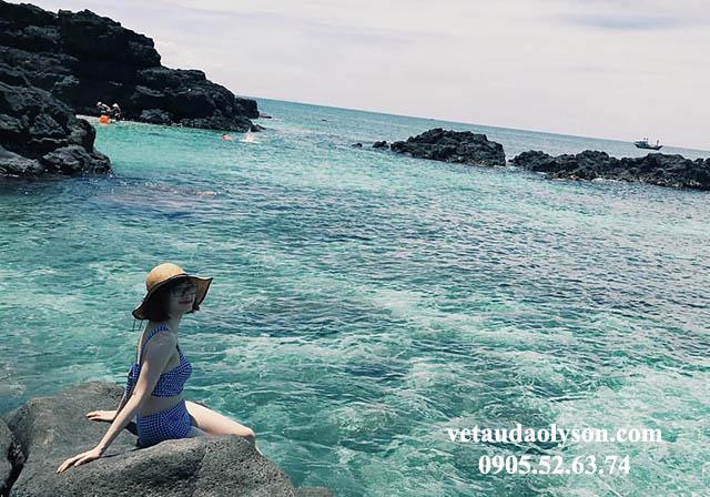 Biển ở Đảo Bé luôn hấp dẫn nhiều du khách