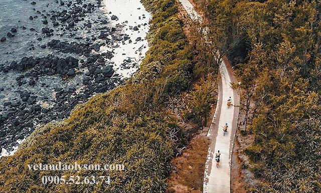 Khung cảnh thiên nhiên Đảo Bé đầy hoang dã